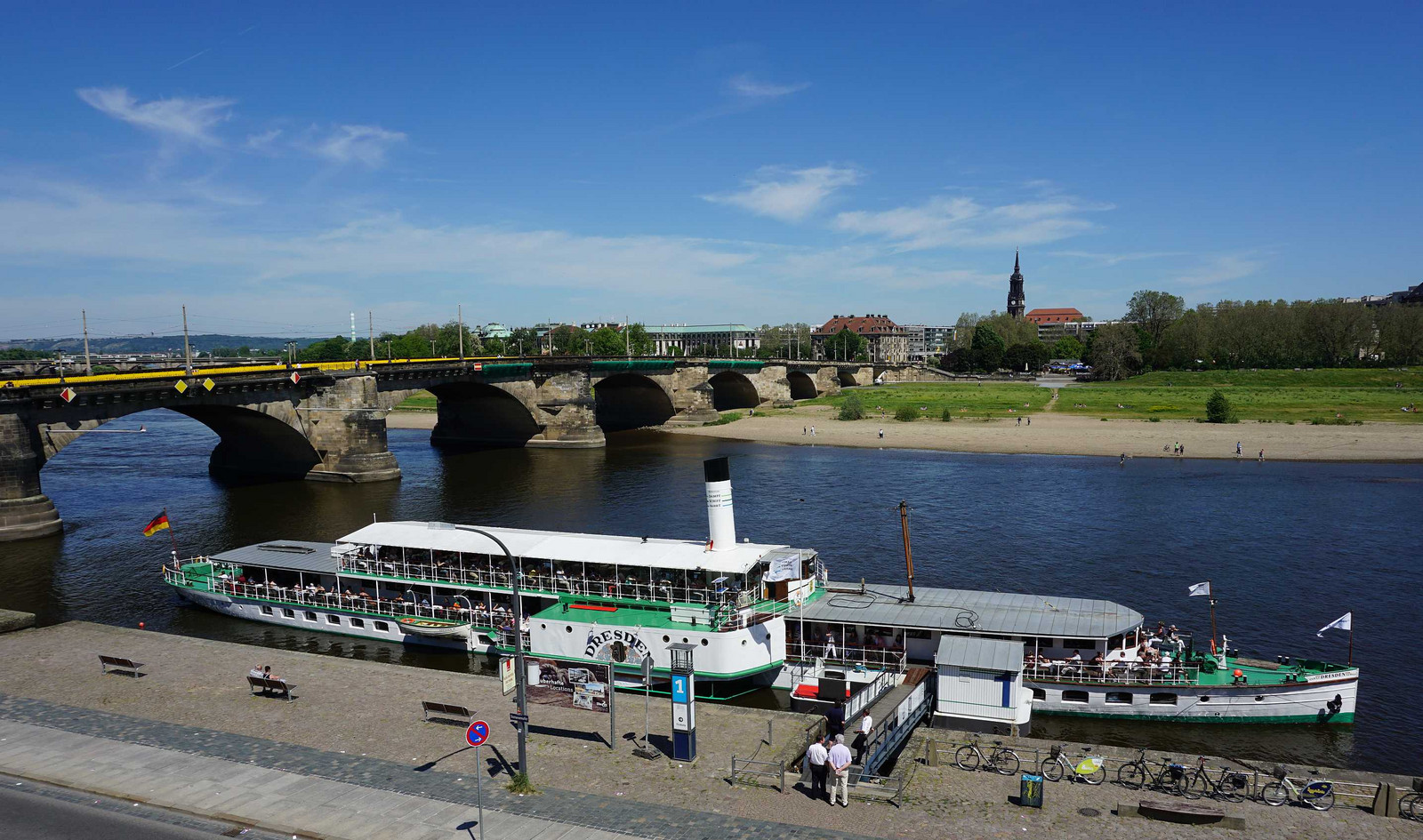 Elbe2_on_dresden