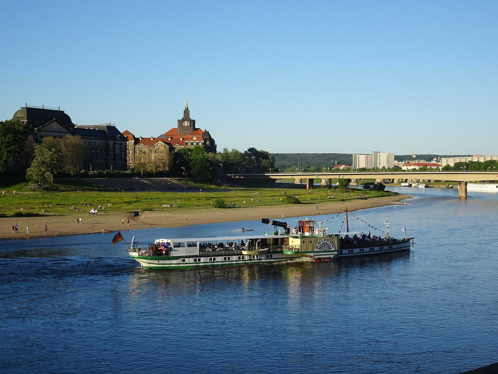 Elbe_on_dresden